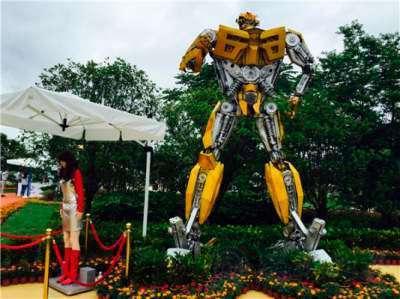 У Китаї відкрився парк з роботами